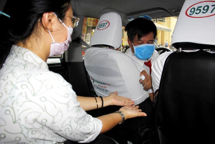 Khuyến cáo taxi, xe công nghệ không mở điều hòa, phải mở kính khi chở khách tại TP.HCM từ ngày 22/5 Ảnh 2