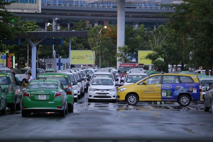 Khuyến cáo taxi, xe công nghệ không mở điều hòa, phải mở kính khi chở khách tại TP.HCM từ ngày 22/5 Ảnh 1