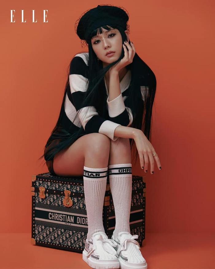 Jisoo Black Pink cắt mái ngố, mang visual cực lạ trên bìa Elle Hong Kong Ảnh 4