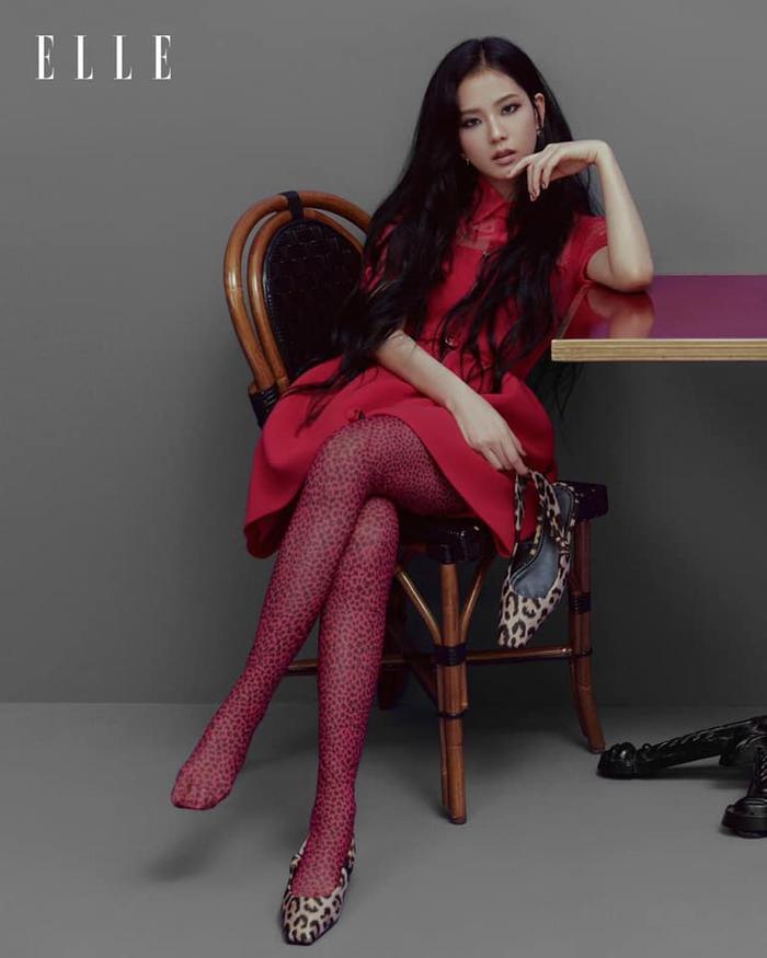 Jisoo Black Pink cắt mái ngố, mang visual cực lạ trên bìa Elle Hong Kong Ảnh 7