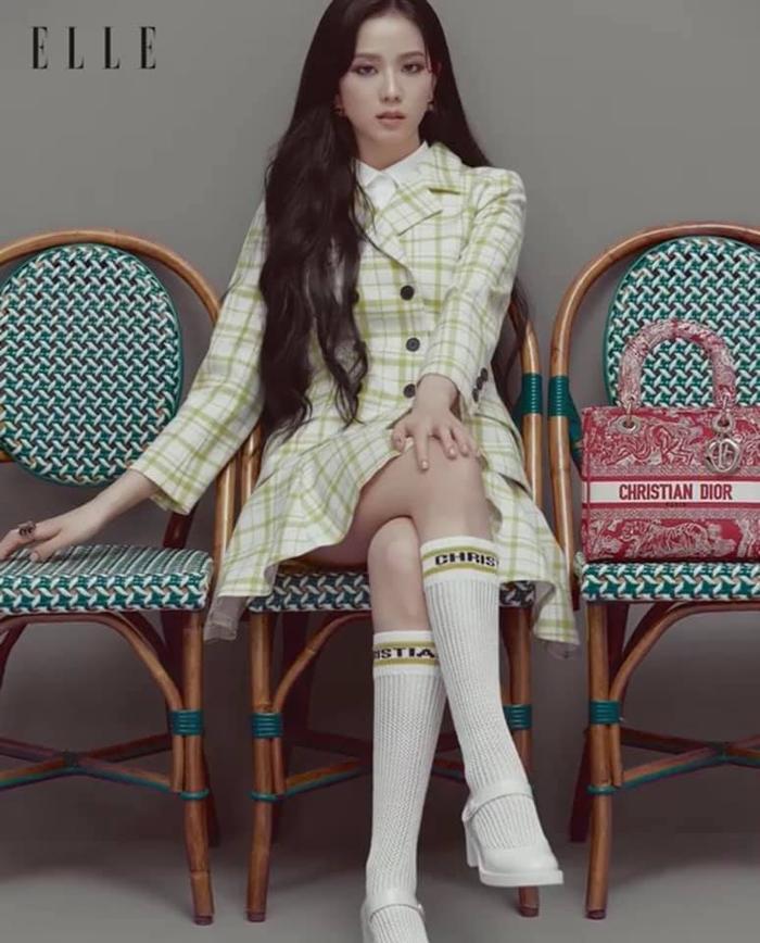 Jisoo Black Pink cắt mái ngố, mang visual cực lạ trên bìa Elle Hong Kong Ảnh 5