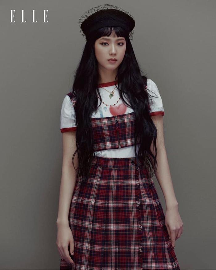 Jisoo Black Pink cắt mái ngố, mang visual cực lạ trên bìa Elle Hong Kong Ảnh 6