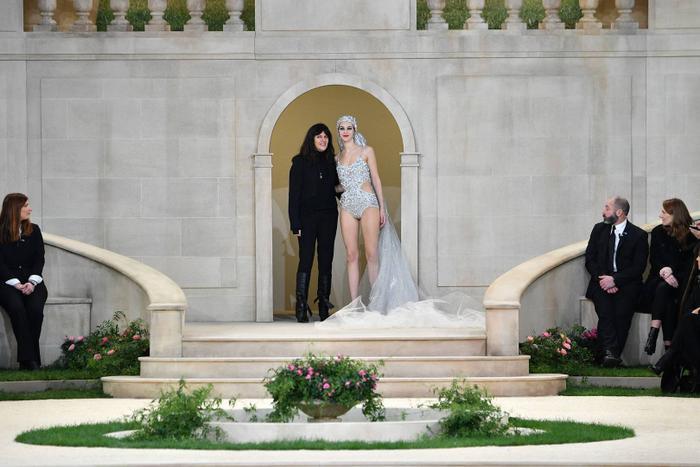Cánh tay phải và cánh tay trái của ông hoàng Chanel- Karl Lagerfeld là ai? Ảnh 4