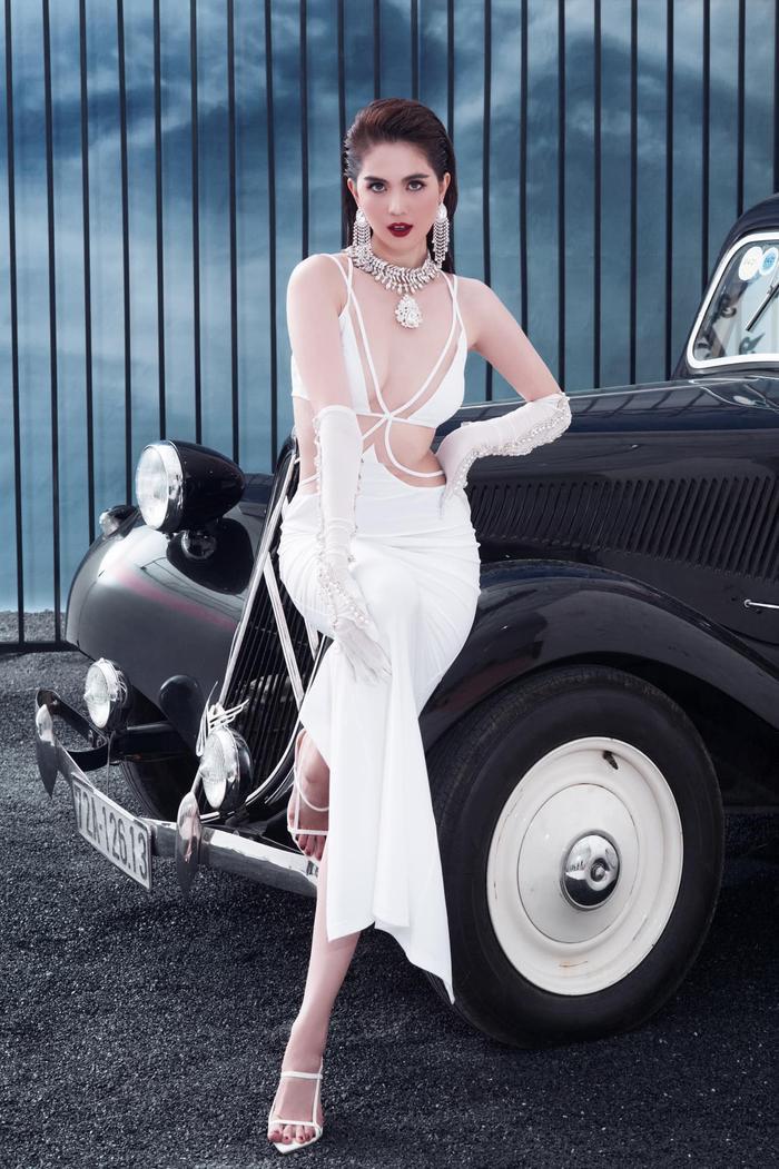 Ngọc Trinh 'đốt mắt thiên hạ' với loạt váy o ép vòng 1 bốc lửa trong bộ ảnh thời trang Ảnh 7