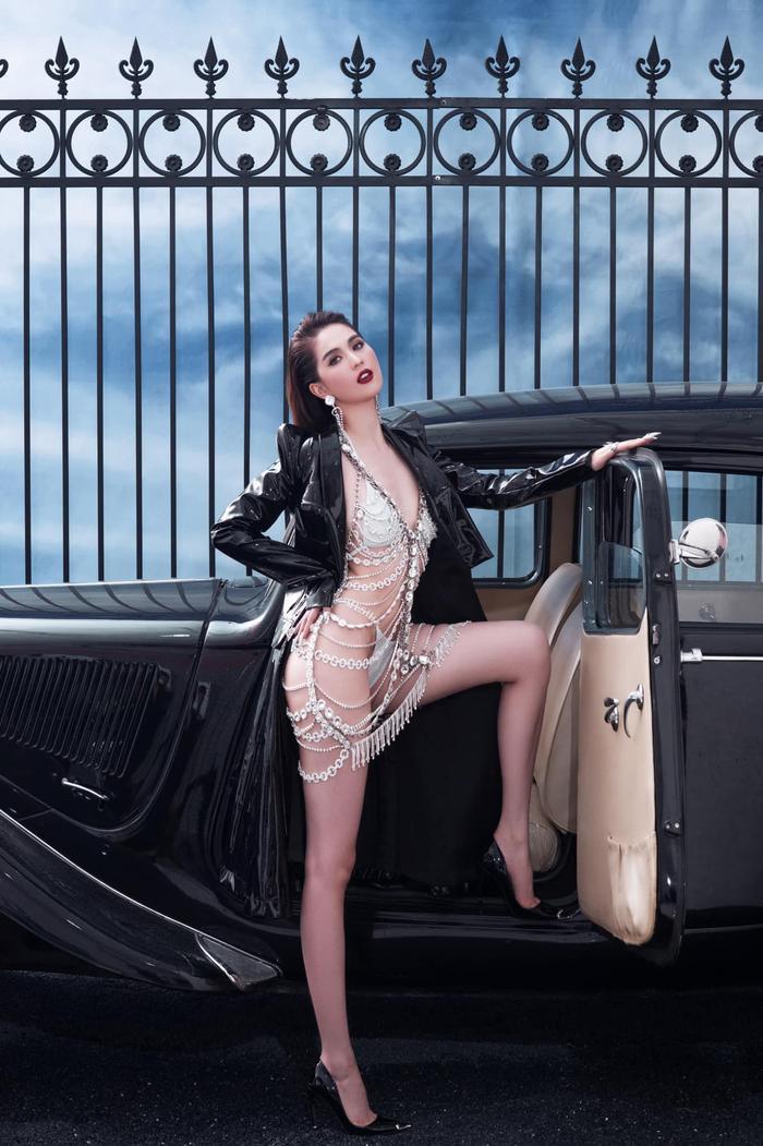 Ngọc Trinh 'đốt mắt thiên hạ' với loạt váy o ép vòng 1 bốc lửa trong bộ ảnh thời trang Ảnh 5