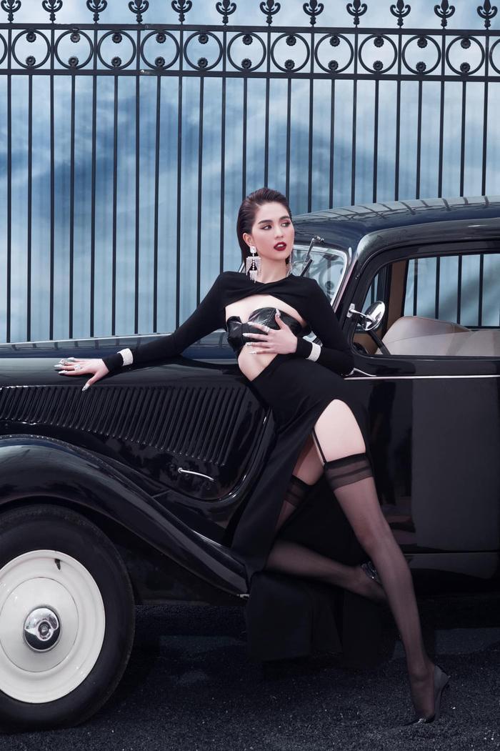 Ngọc Trinh 'đốt mắt thiên hạ' với loạt váy o ép vòng 1 bốc lửa trong bộ ảnh thời trang Ảnh 4