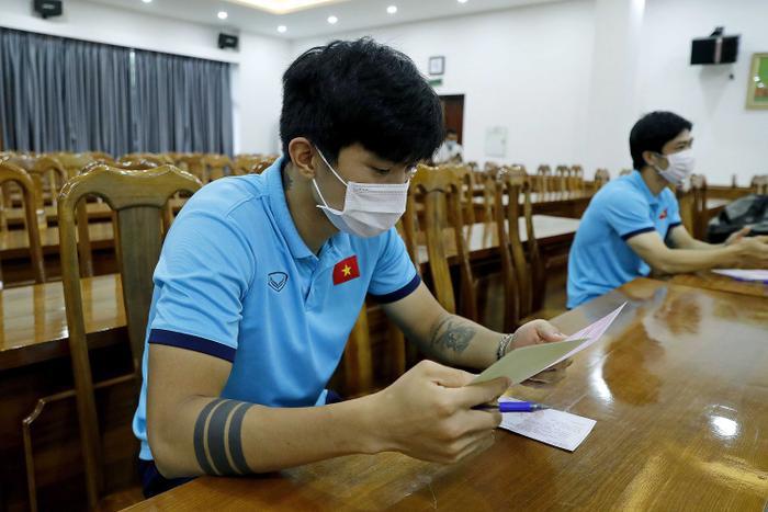 Các tuyển thủ Việt Nam háo hức, tự hào bỏ phiếu bầu cử tại trụ sở VFF Ảnh 1
