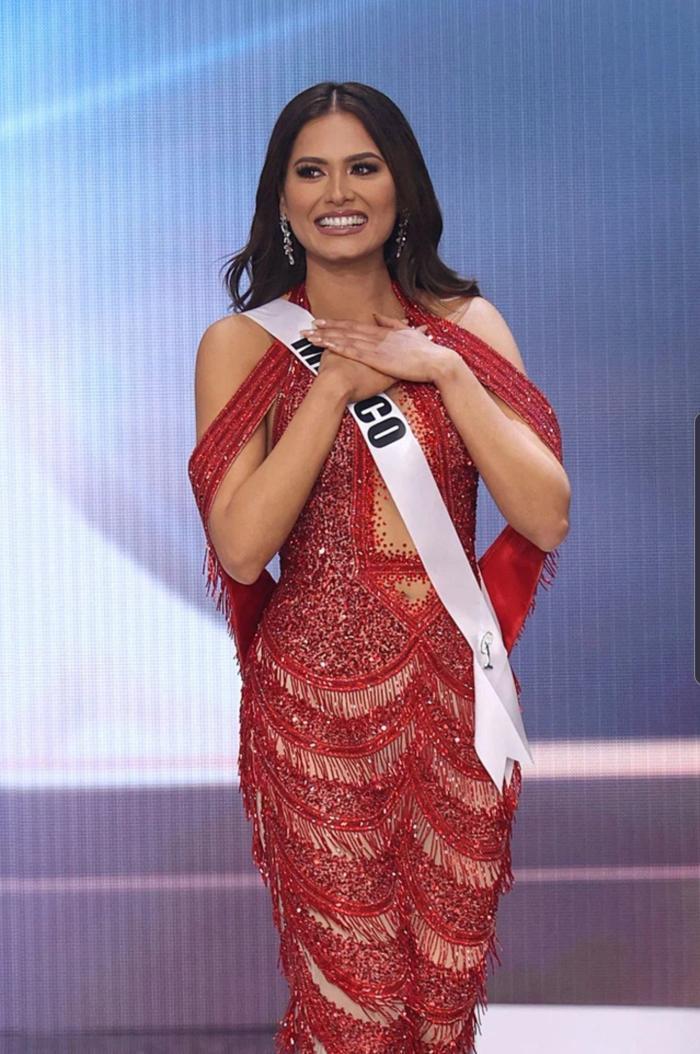 Xôn xao tin đồn váy đăng quang của Hoa hậu Hoàn vũ 2020 là hàng 'đạo nhái' Ảnh 2