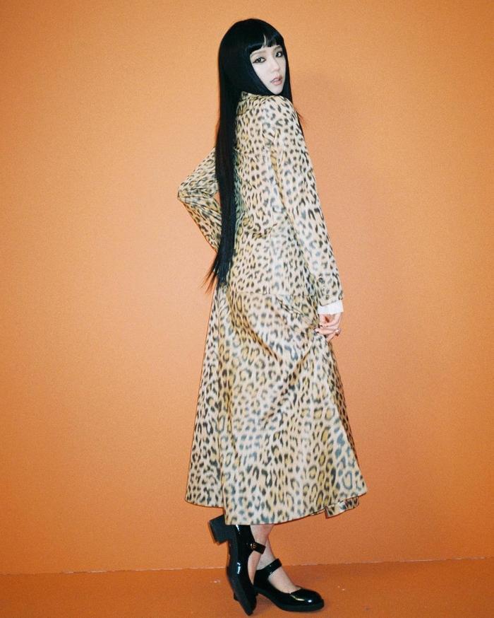 Hoa hậu Tiểu Vy diện đồ họa tiết da báo ăn đứt nàng thơ Dior Jisoo Black Pink Ảnh 7