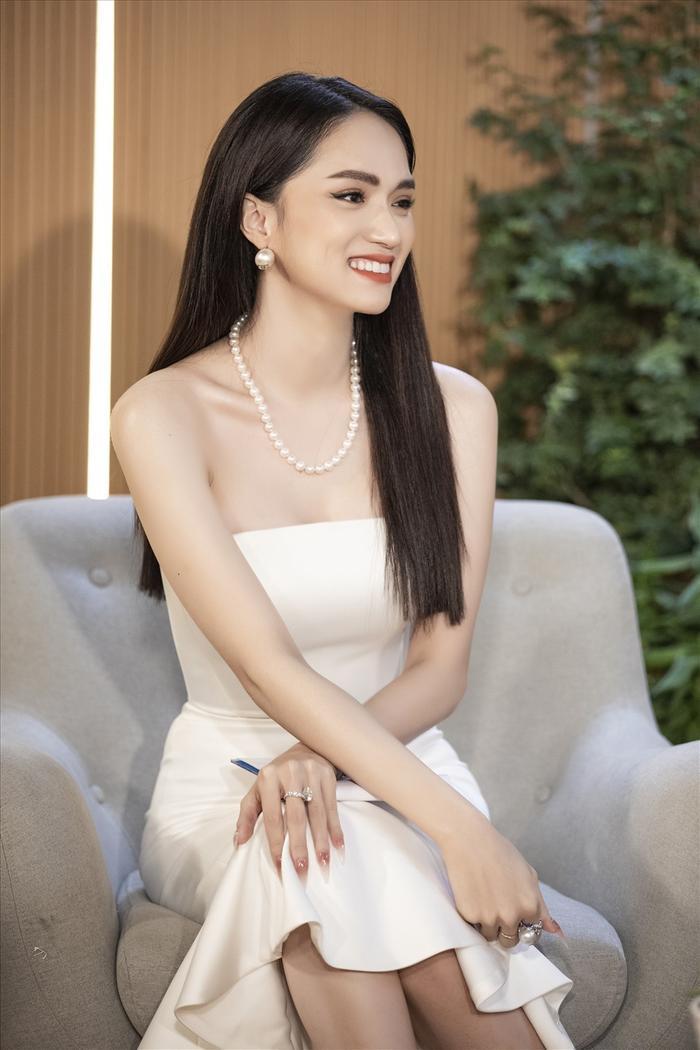 Fanpage Hoa hậu Hương Giang cập nhật thông tin sau thời gian 'ở ẩn' nhưng vội xoá ngay, quản lý lên tiếng Ảnh 4