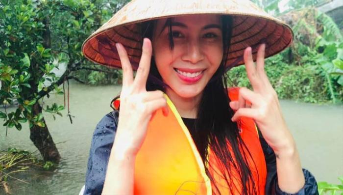 Giữa lùm xùm vụ Hoài Linh thừa nhận chưa chuyển 14 tỷ, Thủy Tiên báo tin cực vui cho bà con miền Trung Ảnh 1