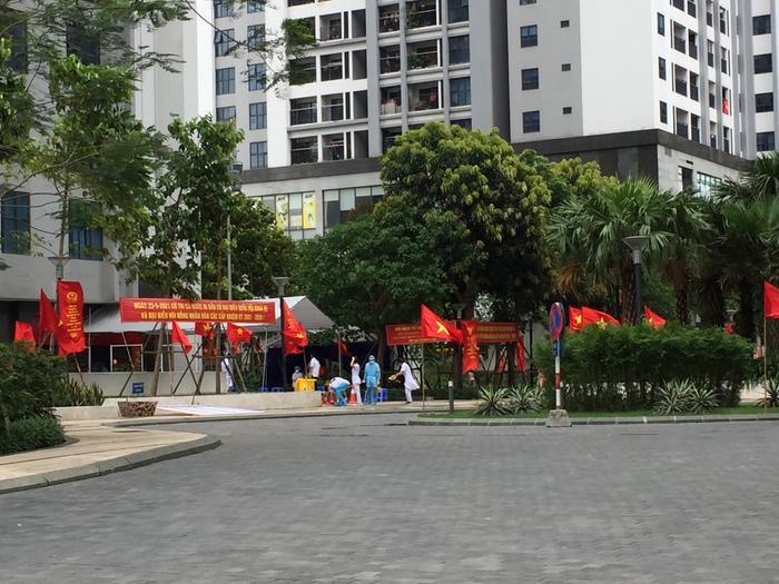 Hà Nội phong tỏa 4 tòa nhà tại Goldmark City, lương thực, nhu yếu phẩm liên tục được tiếp tế Ảnh 6