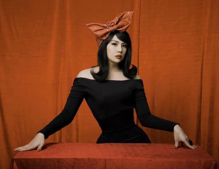 Duy Khánh tung clip hậu trường đáp trả khi bị tố photoshop vòng eo quá đà trong bộ ảnh giả gái Ảnh 4