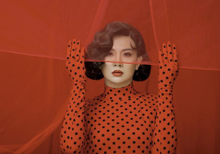 Duy Khánh tung clip hậu trường đáp trả khi bị tố photoshop vòng eo quá đà trong bộ ảnh giả gái Ảnh 7