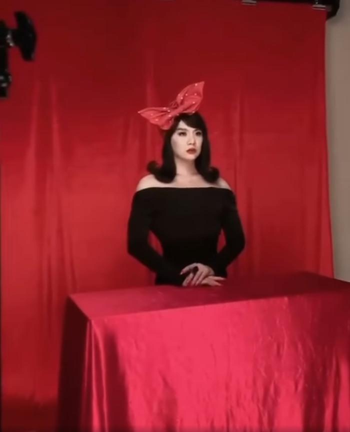 Duy Khánh tung clip hậu trường đáp trả khi bị tố photoshop vòng eo quá đà trong bộ ảnh giả gái Ảnh 5
