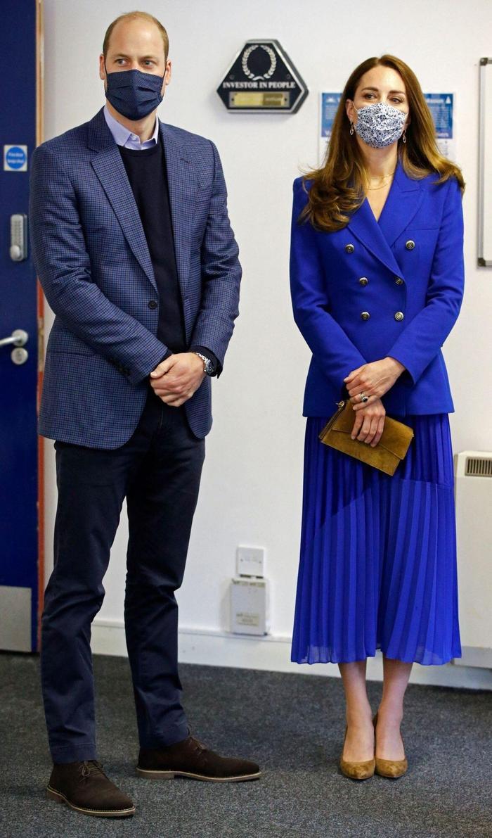 Công nương Kate tiếp tục diện cả set đồ xanh corban giống mẹ chồng Diana Ảnh 2
