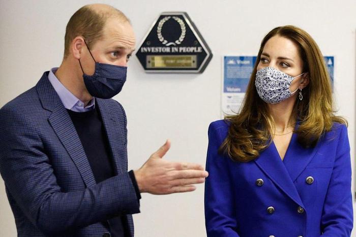Công nương Kate tiếp tục diện cả set đồ xanh corban giống mẹ chồng Diana Ảnh 1