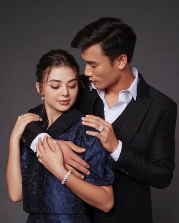 Không được gọi lên tuyển Việt Nam, Bùi Tiến Dũng vẫn hạnh phúc với bạn gái nóng bỏng Ảnh 4