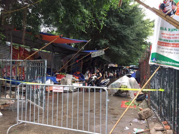 Hà Nội tạm phong toả chợ Xanh Văn Quán vì có ca nghi mắc COVID-19 Ảnh 3