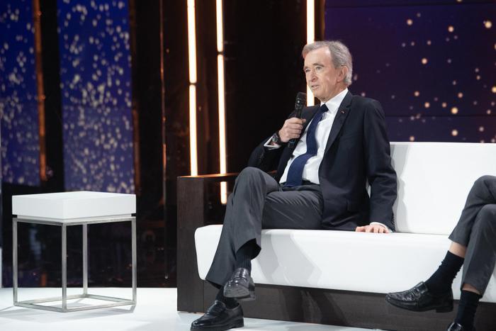 Ông chủ Louis Vuitton soán ngôi giàu nhất thế giới của tỷ phú Jeff Bezos Ảnh 2