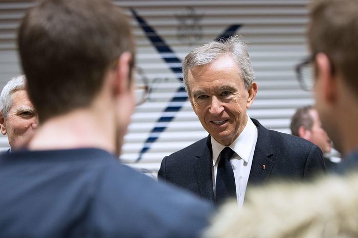 Ông chủ Louis Vuitton soán ngôi giàu nhất thế giới của tỷ phú Jeff Bezos Ảnh 4