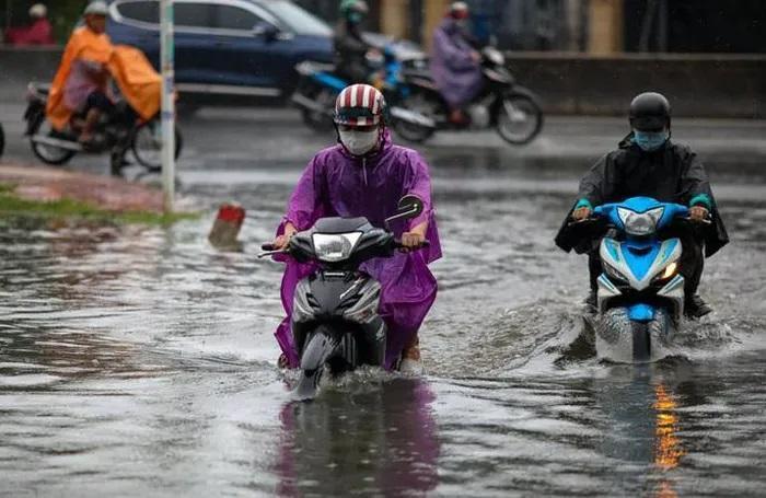 Mưa như trút nước suốt 5 giờ đồng hồ, người dân TP.HCM chật vật di chuyển vì nhiều nơi ngập sâu Ảnh 2