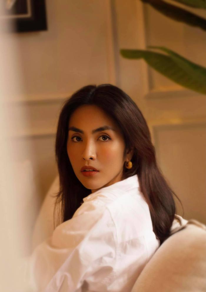 Tăng Thanh Hà chỉ diện áo sơ mi trắng tinh khôi cũng làm say đắm người nhìn Ảnh 4