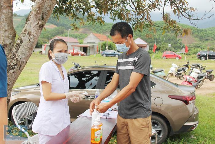 Bắc Giang yêu cầu người dân 6 huyện, thành phố không ra khỏi nhà, được đi thu hoạch nông sản gia đình Ảnh 1