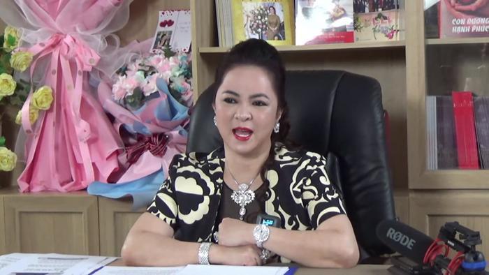 Livestream của bà Phương Hằng tối 25/5 gây sốt: Gần 400.000 người xem trực tiếp chỉ trong thời gian ngắn! Ảnh 5