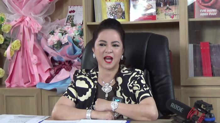 Livestream của bà Phương Hằng tối 25/5 gây sốt: Gần 400.000 người xem trực tiếp chỉ trong thời gian ngắn! Ảnh 4