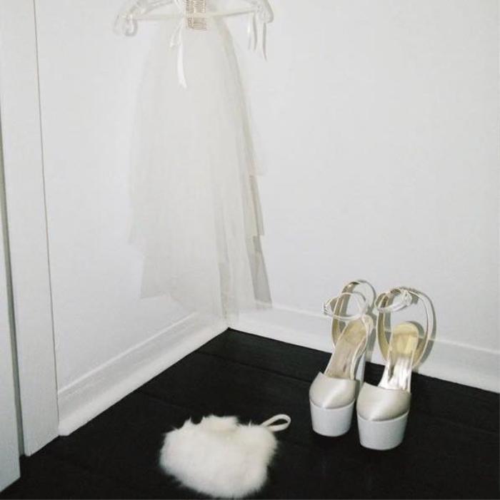 Ariana Grande diện váy cưới Vera Wang với cảm hứng giống minh tinh Audrey Hepburn Ảnh 4