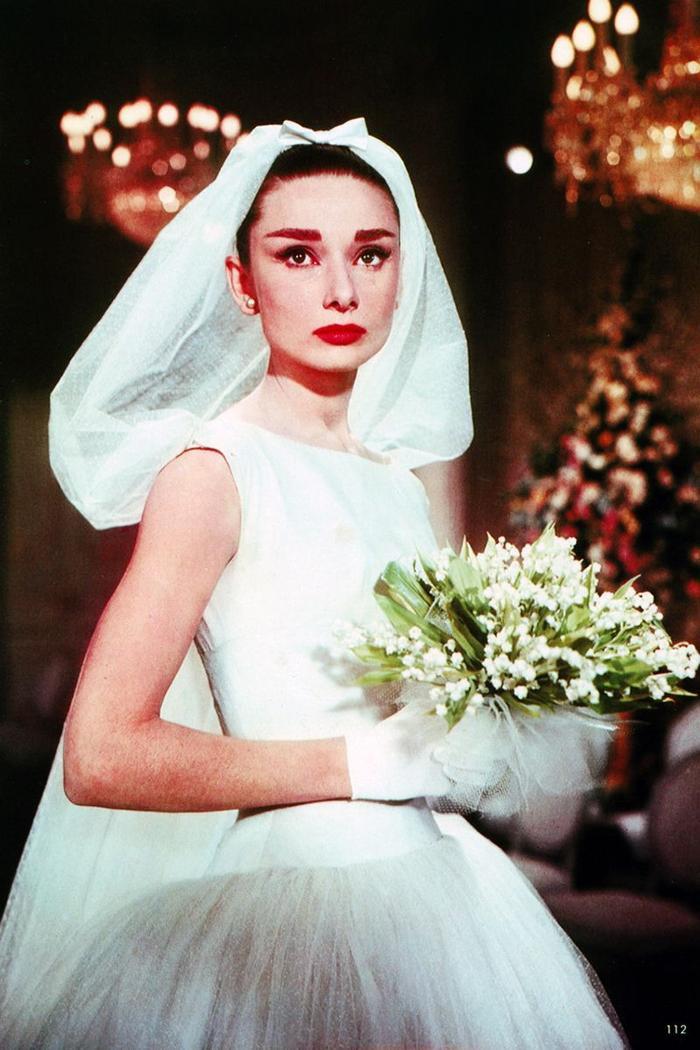 Ariana Grande diện váy cưới Vera Wang với cảm hứng giống minh tinh Audrey Hepburn Ảnh 9