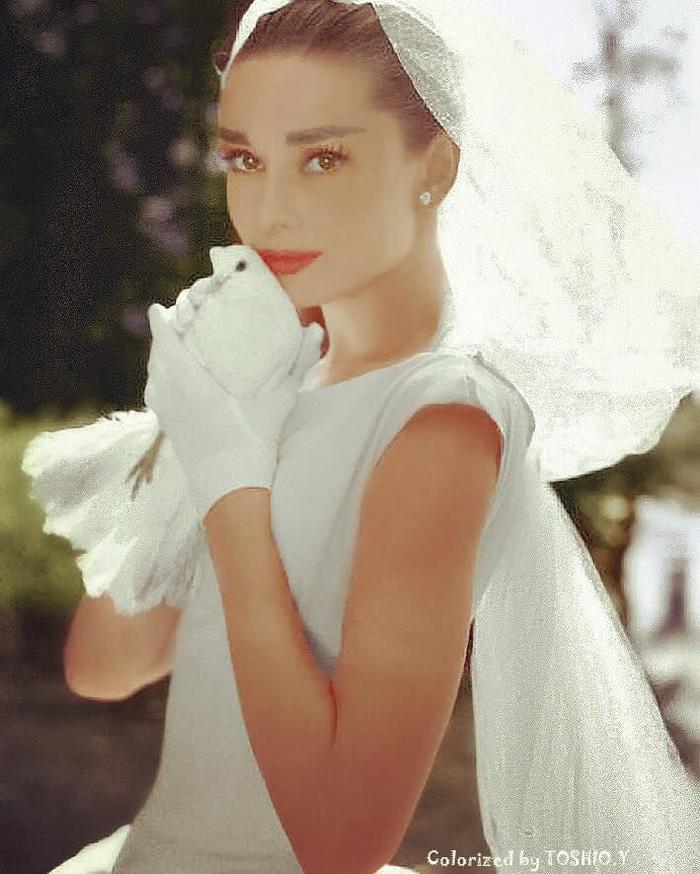 Ariana Grande diện váy cưới Vera Wang với cảm hứng giống minh tinh Audrey Hepburn Ảnh 8