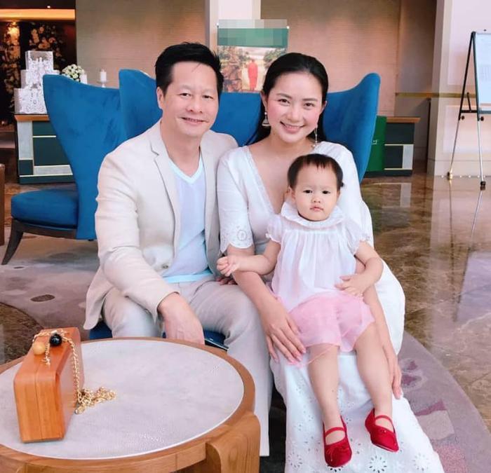 Phan Như Thảo được chồng hơn 26 tuổi cưng như bà hoàng, trao hết tài sản, đút tôm cho ăn Ảnh 6