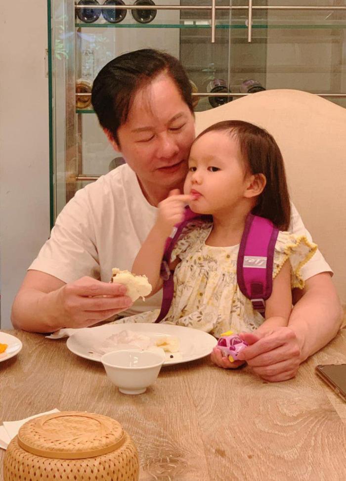 Phan Như Thảo được chồng hơn 26 tuổi cưng như bà hoàng, trao hết tài sản, đút tôm cho ăn Ảnh 5