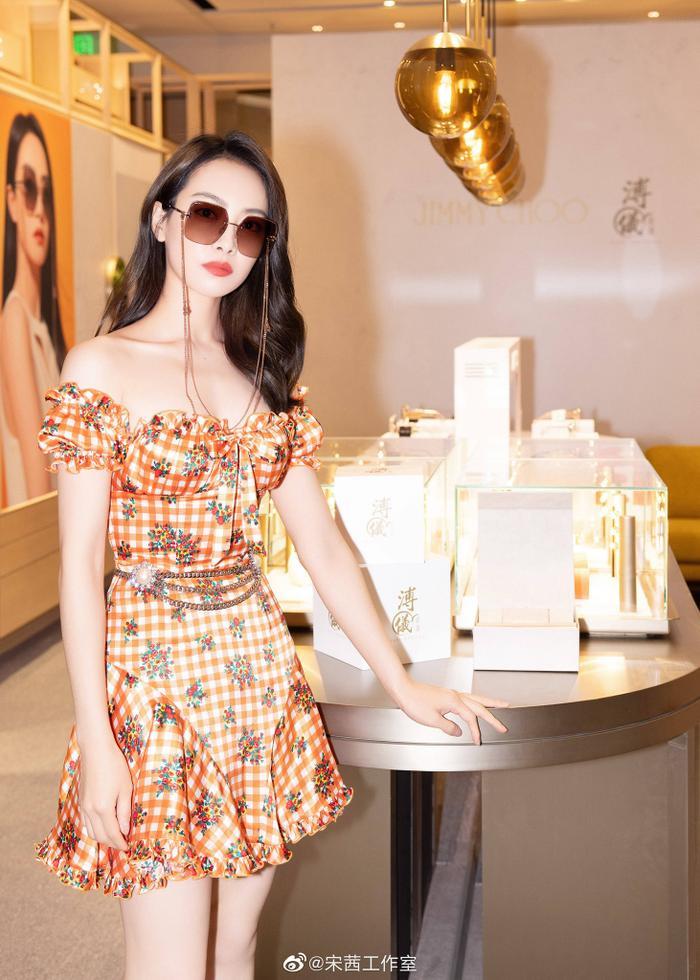 Tống Thiến lại bị chê 'cưa sừng làm nghé' diện váy nhí nhảnh đến sự kiện thời trang Ảnh 5