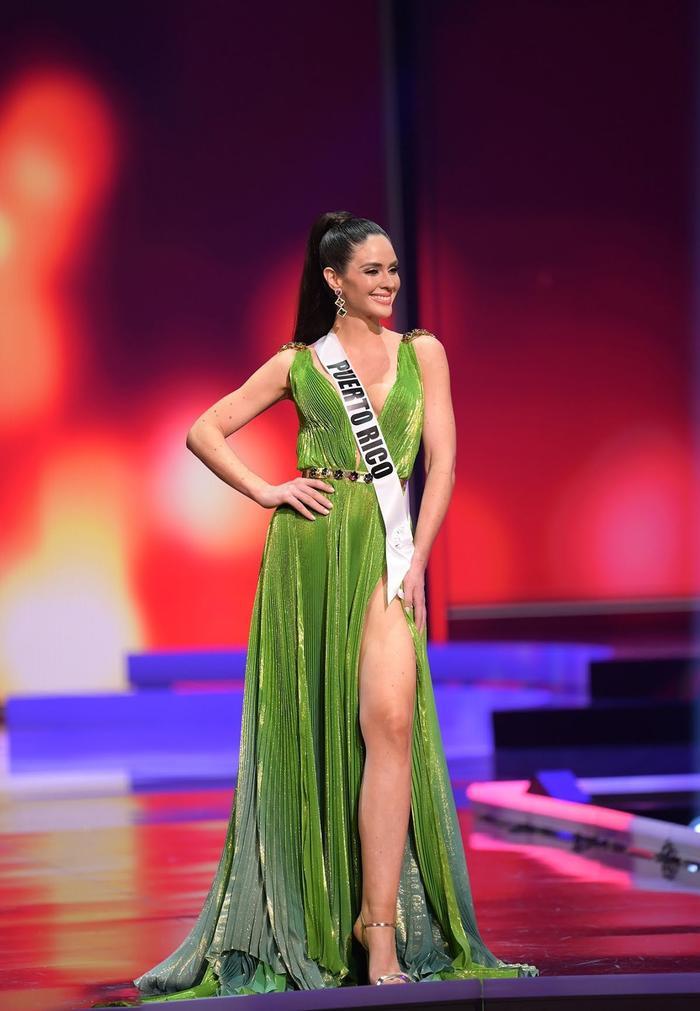 Miss Puerto Rico livestream tố bị cắt nát váy, Miss Universe 2020 tiếp tục dính phốt Ảnh 2