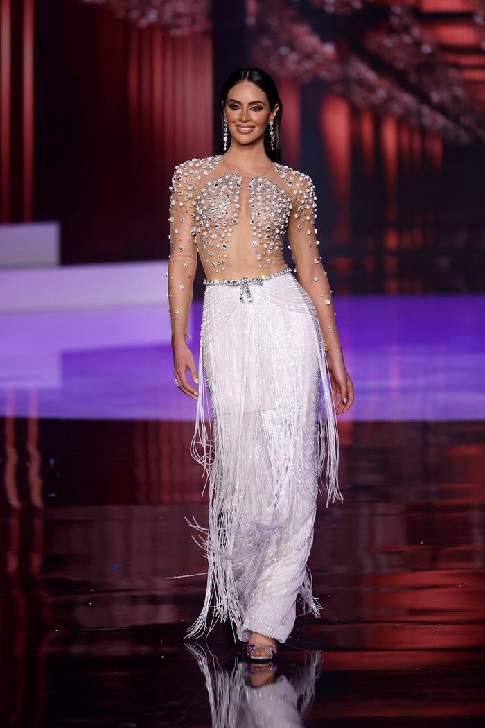 Miss Puerto Rico livestream tố bị cắt nát váy, Miss Universe 2020 tiếp tục dính phốt Ảnh 3