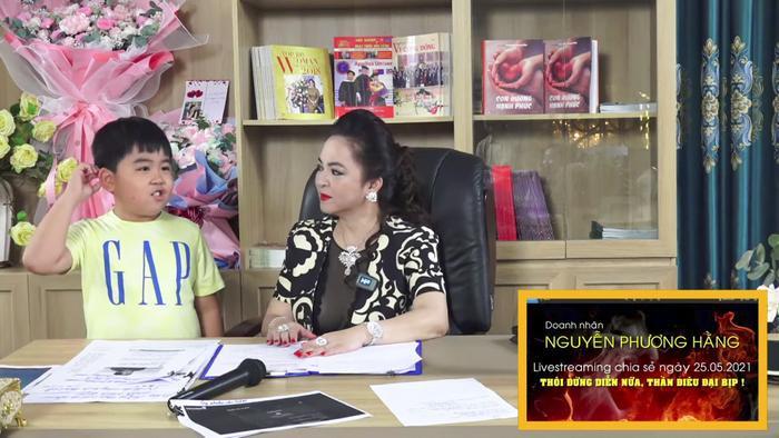 Con trai bà Phương Hằng đích thị là YouTuber nhỏ tuổi nổi tiếng nhanh nhất Việt Nam Ảnh 1