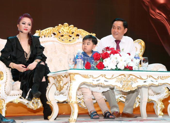 Con trai bà Phương Hằng đích thị là YouTuber nhỏ tuổi nổi tiếng nhanh nhất Việt Nam Ảnh 7
