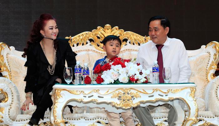 Con trai bà Phương Hằng đích thị là YouTuber nhỏ tuổi nổi tiếng nhanh nhất Việt Nam Ảnh 8