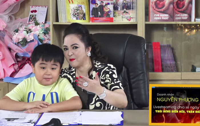 Con trai bà Phương Hằng đích thị là YouTuber nhỏ tuổi nổi tiếng nhanh nhất Việt Nam Ảnh 2