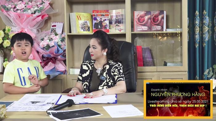 Con trai bà Phương Hằng đích thị là YouTuber nhỏ tuổi nổi tiếng nhanh nhất Việt Nam Ảnh 4
