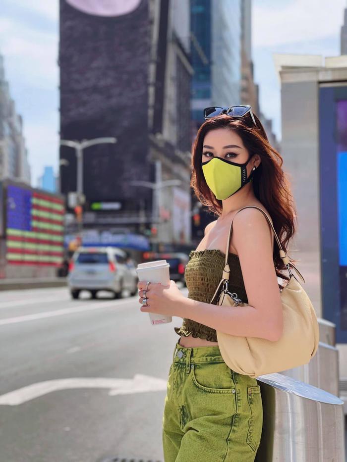Hoa hậu Khánh Vân với streetstyle giản dị nhưng vẫn sáng bừng đường phố New York Ảnh 1