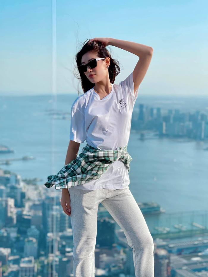 Hoa hậu Khánh Vân với streetstyle giản dị nhưng vẫn sáng bừng đường phố New York Ảnh 5