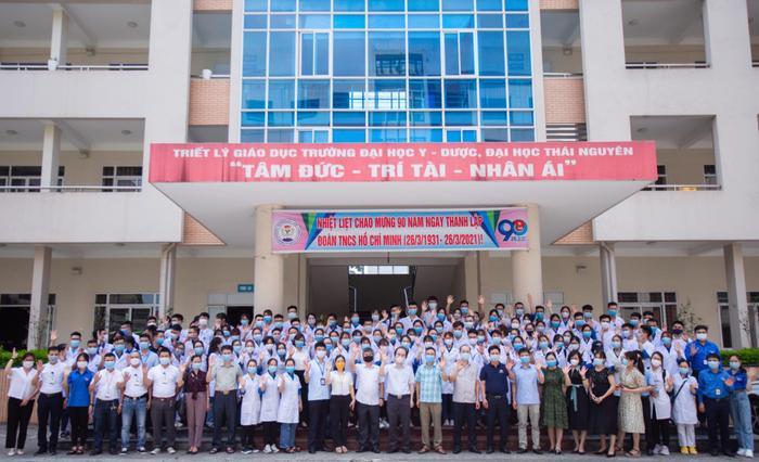 Hơn 100 cán bộ, sinh viên trường Đại học Y – Dược xuất quân hỗ trợ Bắc Giang chống dịch Covid-19 Ảnh 1