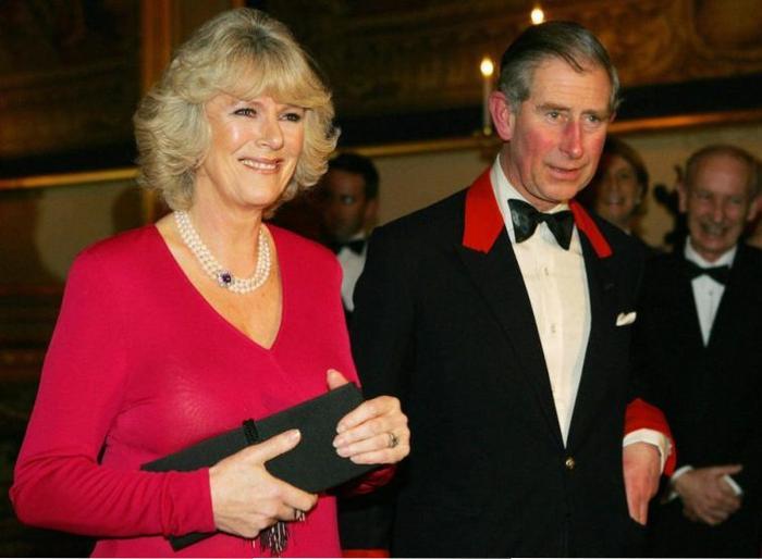Tin đồn 'con riêng' bủa vây Hoàng gia Anh Ảnh 1