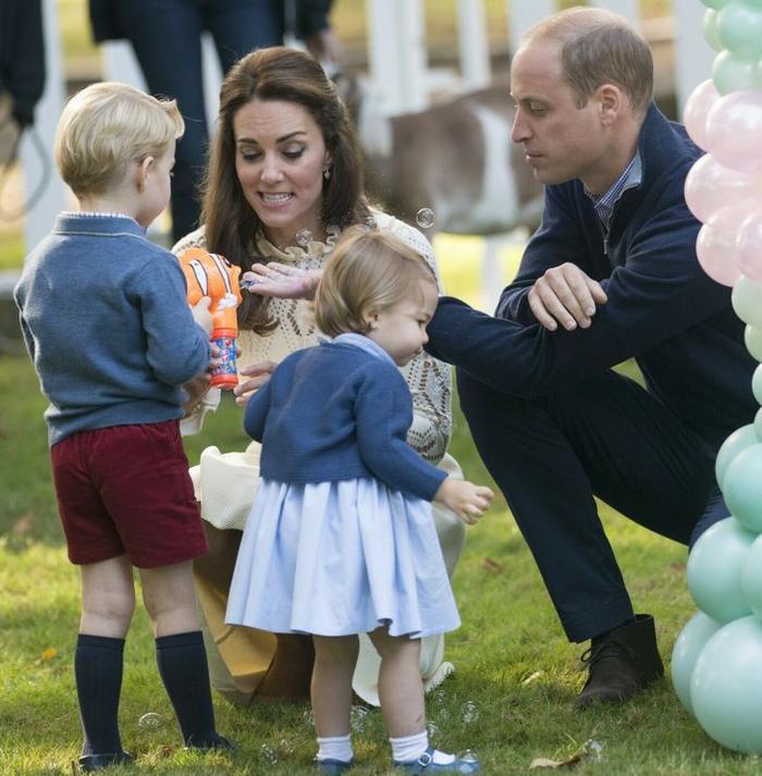 Lý do Công nương Diana luôn nhìn ngang tầm mắt khi nói chuyện với trẻ em Ảnh 4