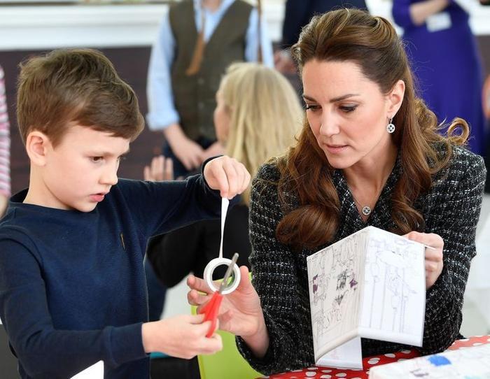 Lý do Công nương Diana luôn nhìn ngang tầm mắt khi nói chuyện với trẻ em Ảnh 5