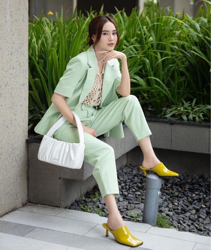 Ninh Dương Lan Ngọc diện áo lưới mix cùng suit cách tân vừa đẹp lại mát mẻ Ảnh 5